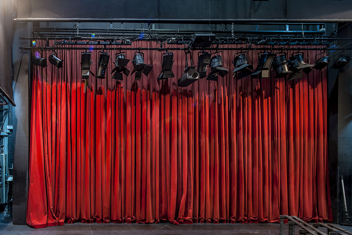 http://andresflajszer.com/files/gimgs/113_24-img1025-2050-andres-flajszer-teatre-la-massa-750.jpg