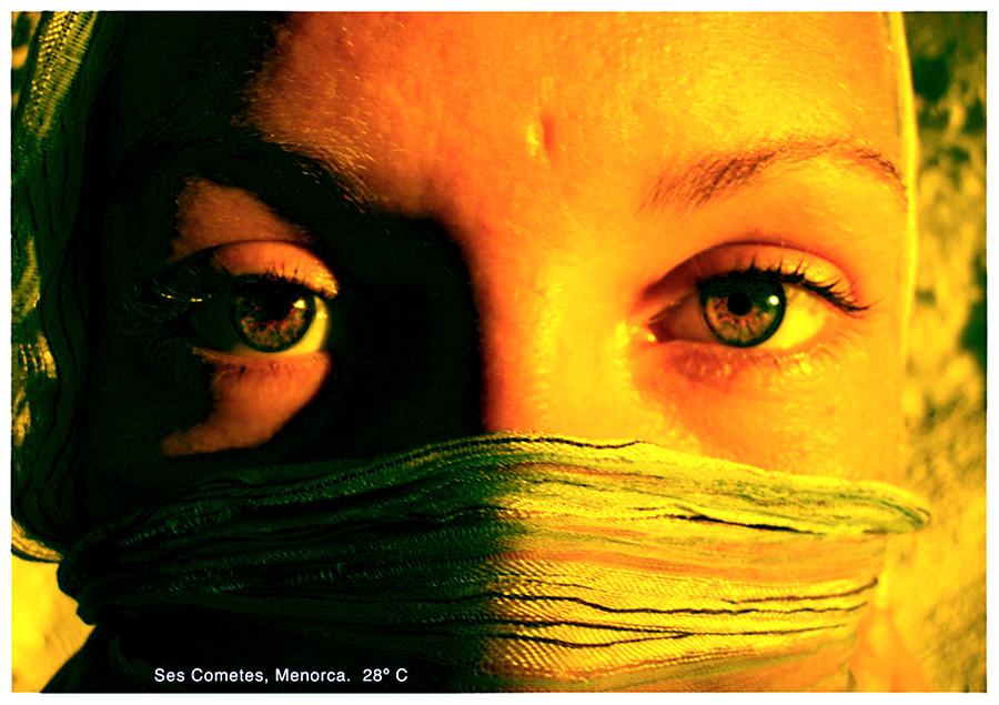 http://andresflajszer.com/files/gimgs/41_ojos.jpg