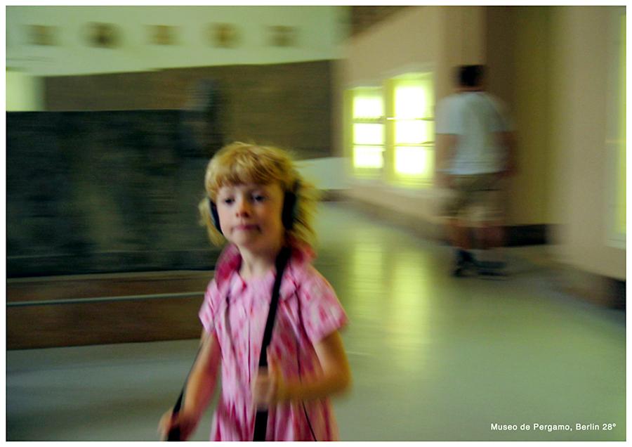 http://andresflajszer.com/files/gimgs/41_pink-girl-pergamo_v2.jpg